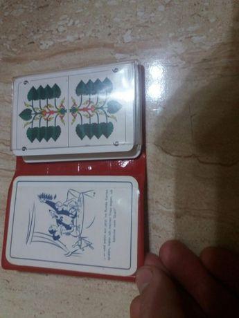 Carti de poker plasticate ,cu husa ,marime medie.