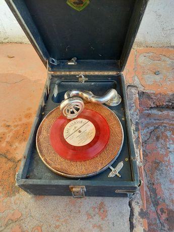 Продам музыкальный  Патифон