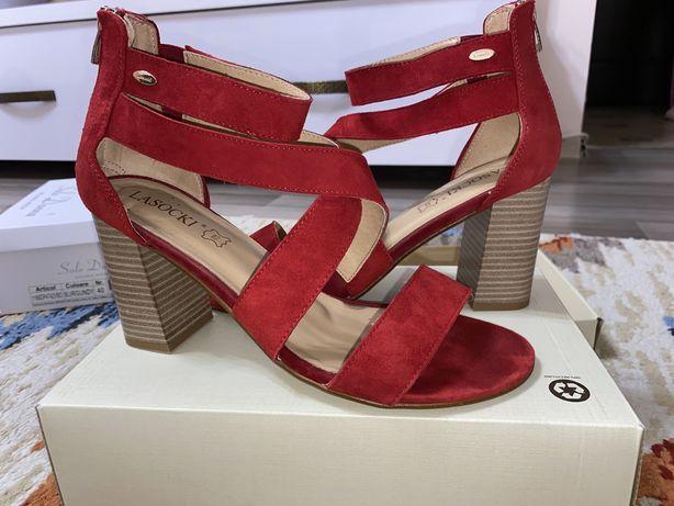Sandale din catifea Lasocki