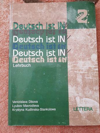 Deutsch ist in Lehrbuch 1 und 2.