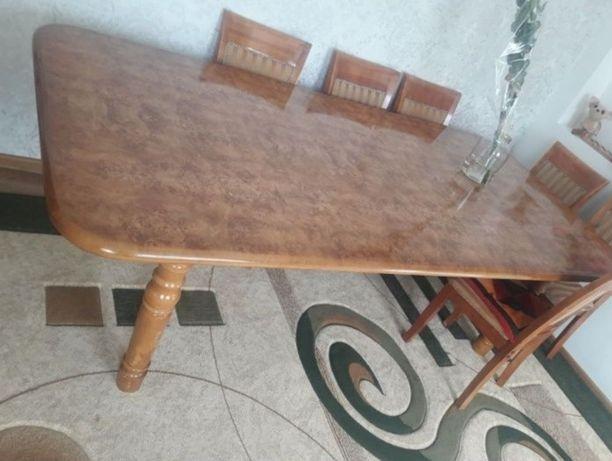 Продам стол в отличном состояние