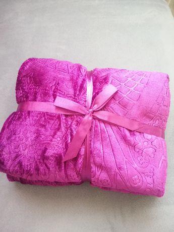 Красиво ново одеяло от полиестер