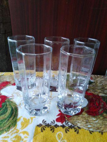 Стъклени високи осмоъгълни чаши