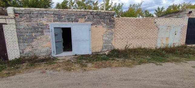 Два гаража рядом