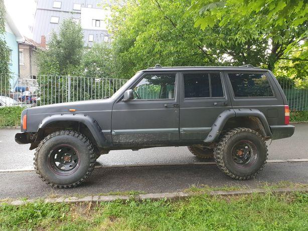 Vând Jeep Cherokee 2.5TD 4x4