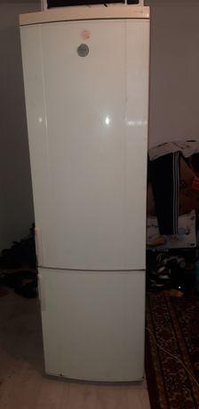 Продам двухметровый холодильник электролюкс в хорошем рабочем состояни