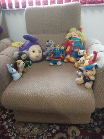 Сладурска раничка с много играчки