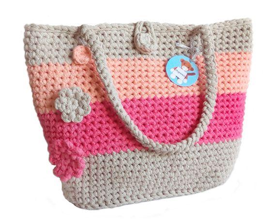 Дамска чанта - едно отделение с подплата