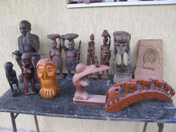 дървена статуетка скулптора
