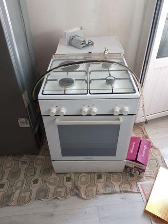 Газ плита и Стиралка 5 кг