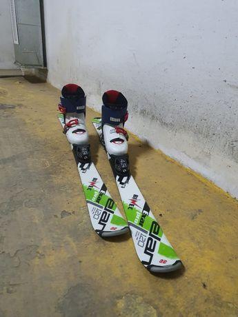 Детские лыжи и ботинки.