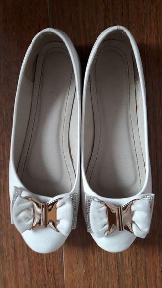 No 38 Бели балеринки