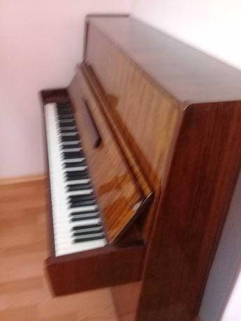 Прадам пианино фортепиано.  Беларусь. три  педали.