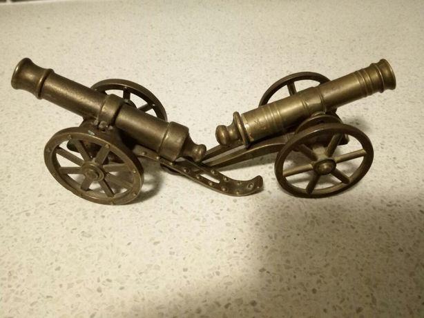 Doua tunuri din bronz  150lei