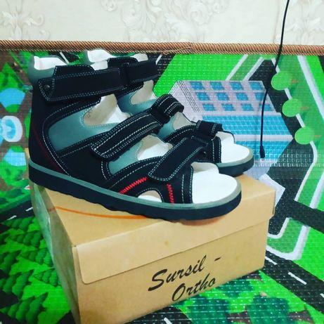Обувь детская ортопедическая,  покупали в специализированном магазине.