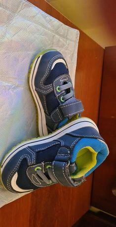 Продам детские обуви разные
