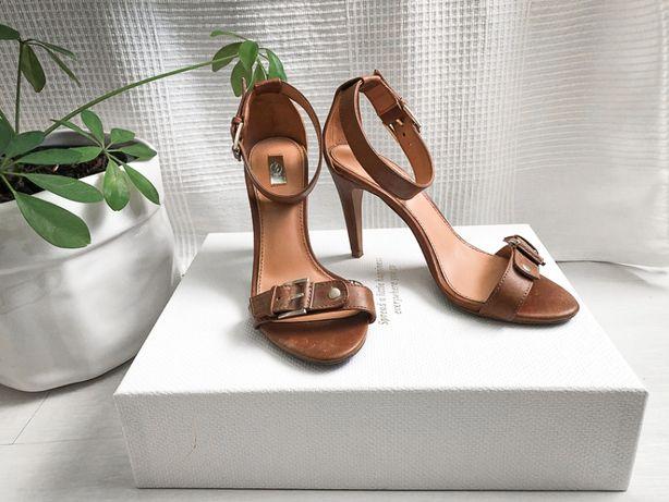 Sandale cu toc înalt - Stradivarius