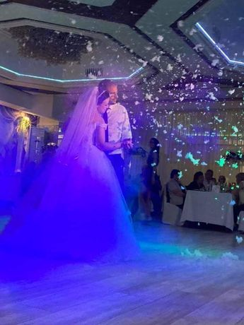 Сватбен DJ / ди джей/ дисководещ/ за вашето незабравимо парти!