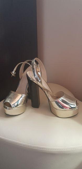 Vand sandale Versace noi mărimea 38