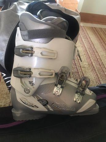 Ботинки горнолыжные Nordic's с сумкой и лыжи с креплением и сумкой