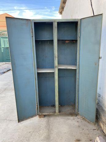 Железный шкаф