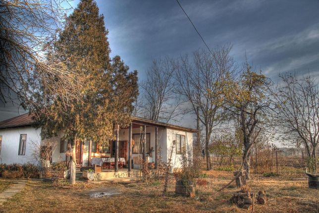 """Vindem: """"Casa Traditionala BateȘaua"""" - o casa rustica la 80 km de Buc."""