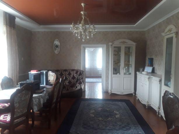 Продаю большой благоустроенный дом со всеми удобствами(баня,гараж,сар)