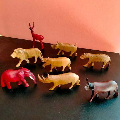 Колекция най различни фигурки от  дърво  Африканско звери
