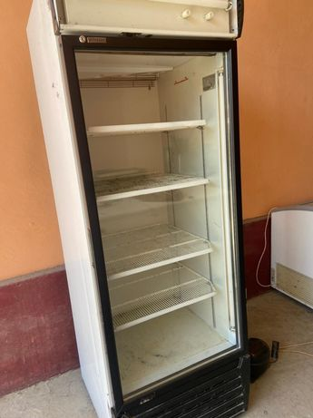 Продам ветринный холодильник в хорошем состоянии