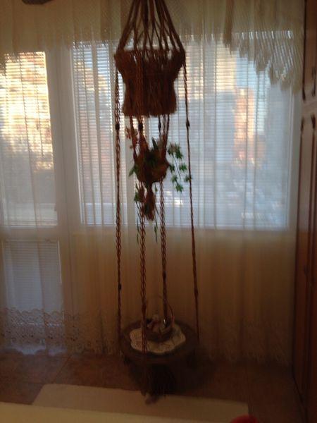 Висящ плетен цветарник с масичка гр. Варна - image 1