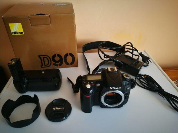 Body Nikon D90,Functional. DSLR perfect pentru incepatori.