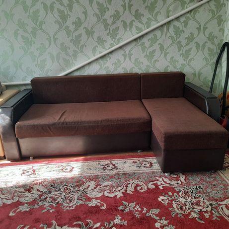 Продам диван, очень вместительный, в хорошем состоянии