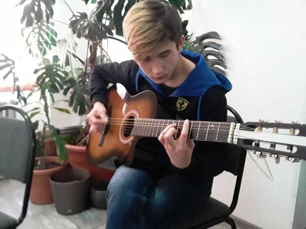 Групповые курсы игры на гитаре