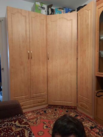 Шкаф угловой  в хорошем состоянии
