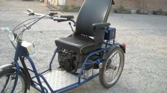 Tricicleta benzina. Cărucior . Tricicleta