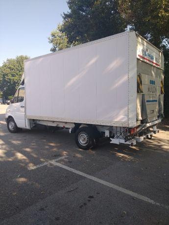 транспортни услуги и камион с падащ борд