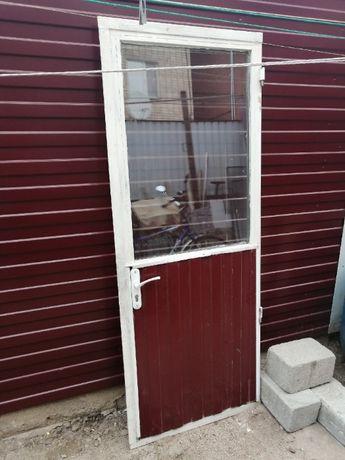 Продам дверь металлическая со стеклом !