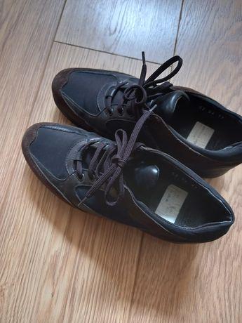 Vând pantofi din piele naturala
