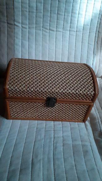 Стара Испанска красива кутия за бижута