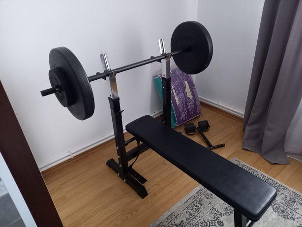 Banca fitness cu bara și greutăți