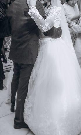 Продам свадебное платье и шубу за 20000тг