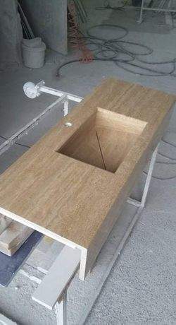 Изработка на мивки и плотове от технически камък.
