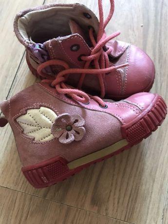 Обувки едтествена кожа  нмер 20