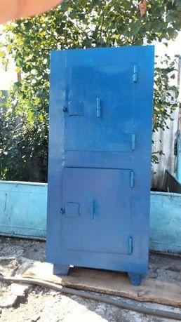 Сейф синего цвета
