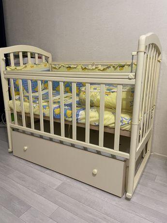 Кроватка детская с ящиком,матрасом,бортиками