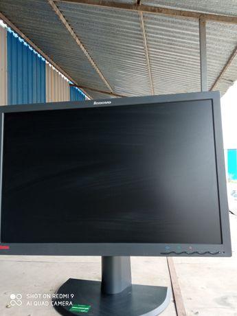 Монитор Lenovo ThinkVision LT2452 p