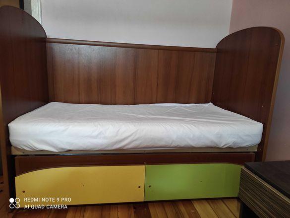 Дървена детска кошара с люлеещ механизъм и детско легло 2 в 1.