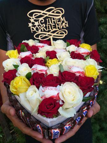 Подарочная коробка со сладостями.Коробка с киндерами.Коробка с цветами