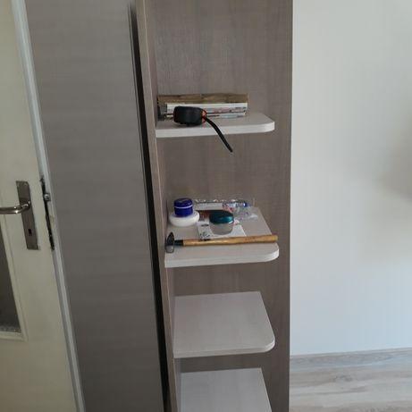 Дървен шкаф с етажерки