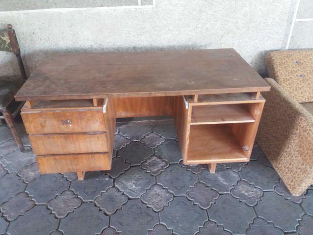 Большой письменный стол